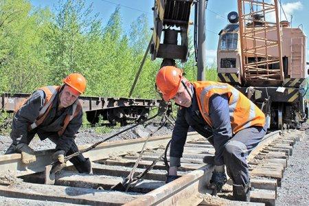 Железнодорожники строят новый путь