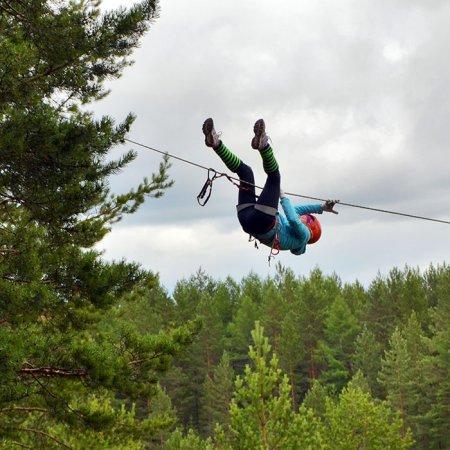 Мульти-этап: спуск по наклонной веревке над озером.