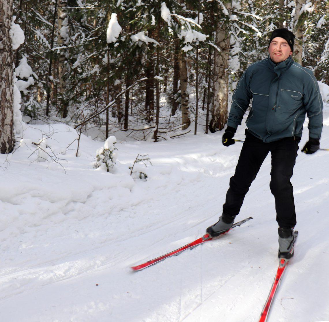 На лыжне – Александр Силин, шахта «Естюнинская».