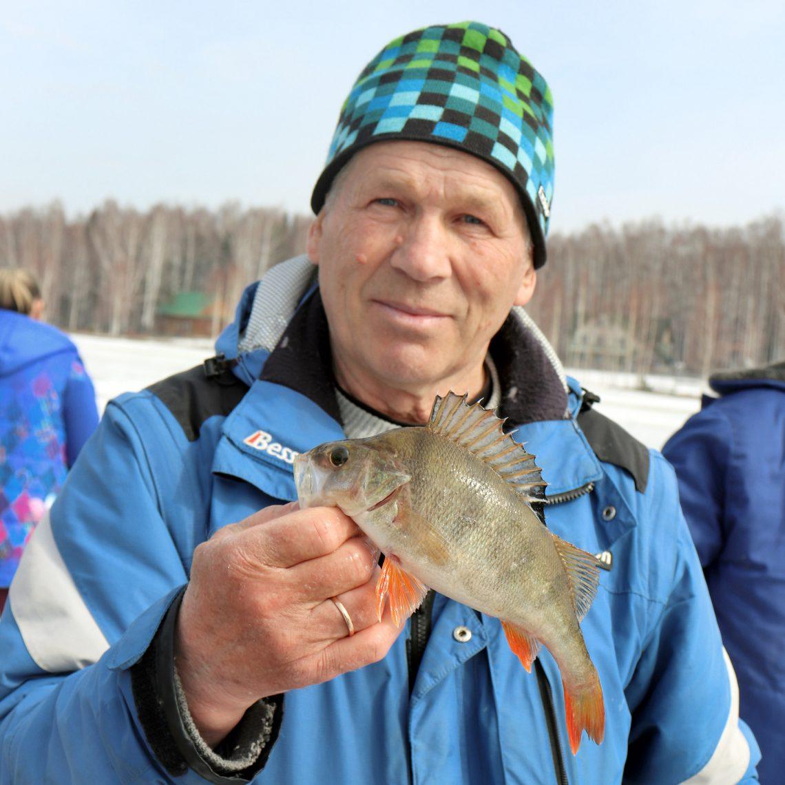 Владимир Прокуров поймал самого крупного окуня.