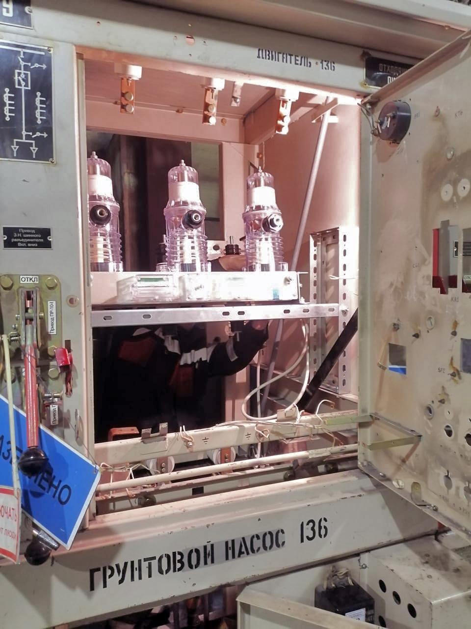 Вакуумный выключатель грунтового насоса ГРТ-136.
