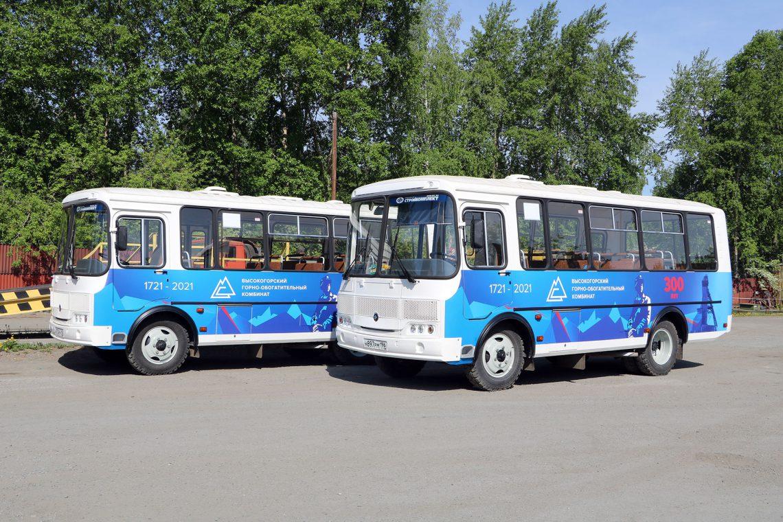 Новые автобусы перед рейсом.